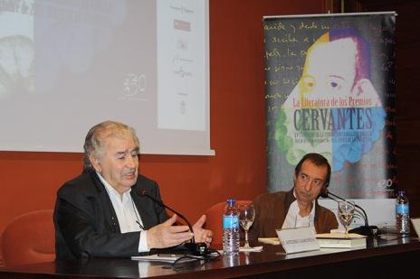 Gamoneda con Tomás Sánchez Santiago, en el XV Congreso de la Fundación Caballero Bonald celebrado en Jerez, en octubre de 2013.