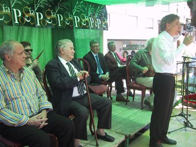 Homenaje a Gamoneda en la Fiesta de la Poesía de Villafranca del Bierzo (2008).
