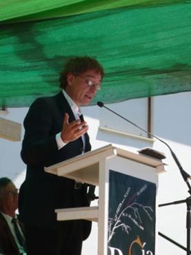 Juan Carlos Mestre leyendo su discurso.