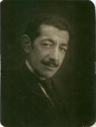 Antonio Gamoneda, padre del poeta, hacia 1918.