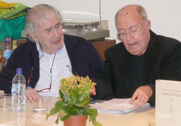 Antonio Gamoneda y Carlos Aurtenetxe, durante un encuentro en el Ateneo Varillas, en noviembre de 2014.