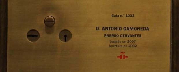Caja que guarda el legado de Antonio Gamoneda en el Instituto Cervantes.