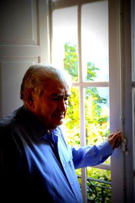 Antonio Gamoneda, en su casa. / Revista Leer.