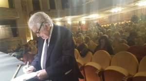 Antonio Gamoneda en el Teatro Jovellanos de Gijón.