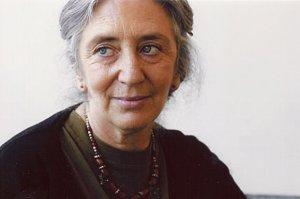 Clara Janés.