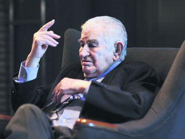 El escritor inauguró el Salón de Poesía. Foto: EL INFORMADOR / P. Franco.
