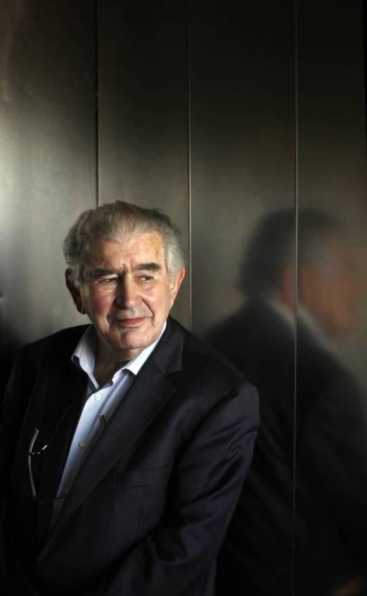 Antonio Gamoneda posa en 2012. Fotografía: SAMUEL SÁNCHEZ / El País.