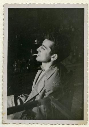 Un jovencísimo Antonio Gamoneda. (Archivo familiar).